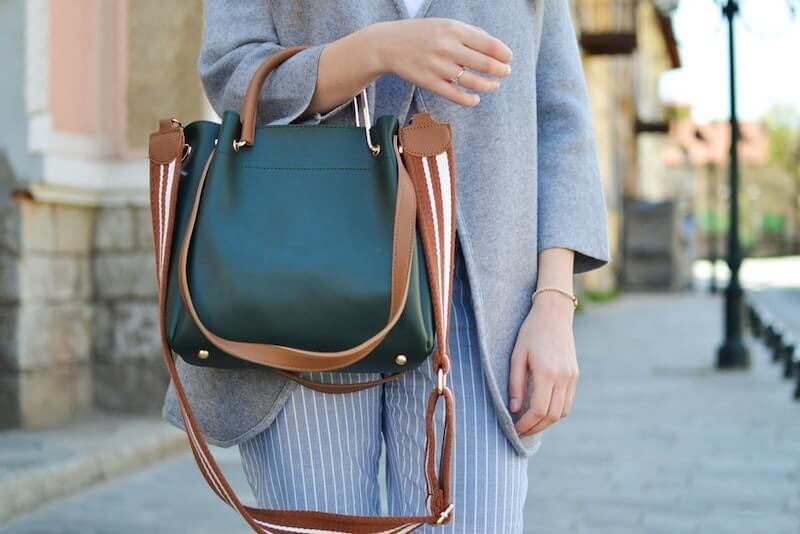 how-to-choose-a-womans-business-bag